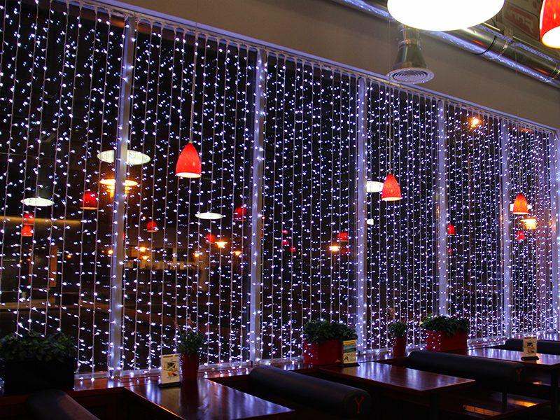 girlyanda_v_restorani-min