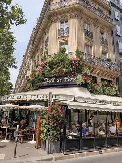 neonovaja_viveska_na_fasade_restorana