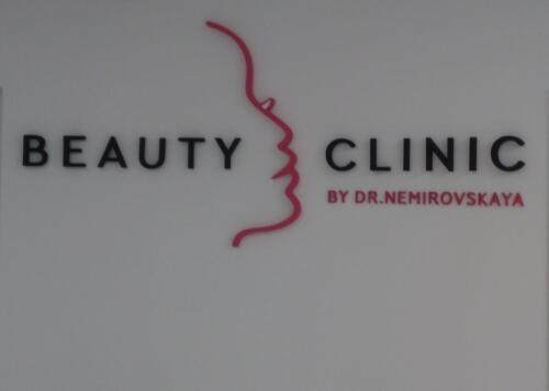 Комплексне оформлення. Інтер'єрний несвітловий логотип для салону краси